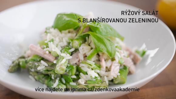 Rýžový salát s blanšírovanou zeleninou.