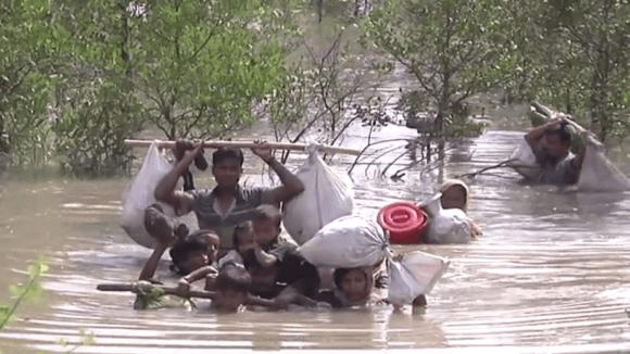 Rohingové prchají z Barmy do Bangladéše