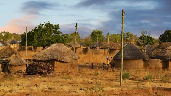 Africká vesnice - domy s hliněnými podlahami