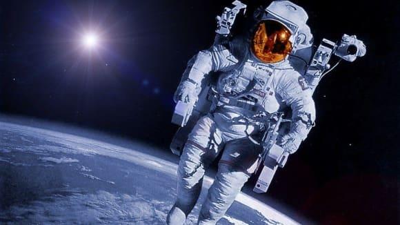 Astronaut ve volném vesmíru