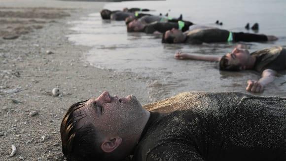 Vyčerpaní vojáci US Army na cvičení Special Forces Basic Combat Course