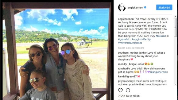 Angie Harmon na dovolené s dcerami