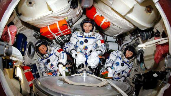 shenzhou9 Číňané ve vesmíru