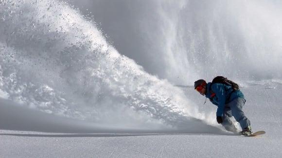 Snowboardista - strhne lavinu?