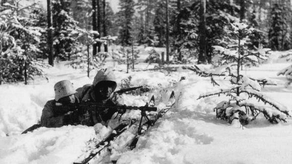 Finští vojáci s kulometem Lahti-Saloranta M/26