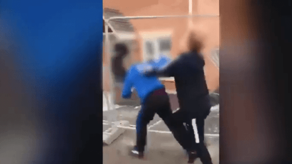 Chlapec byl brutálně napaden skupinou mladíků