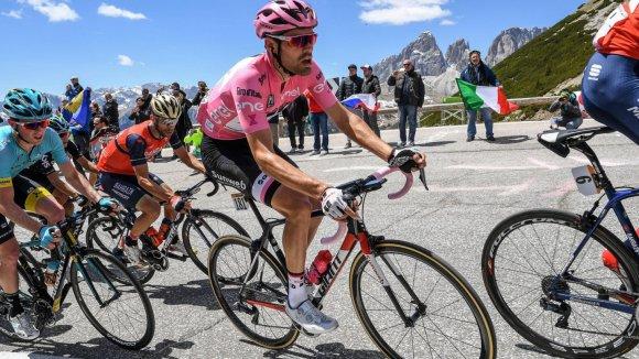 Vítězem posledního, stého ročníku Gira d'Italia se překvapivě stal Tom Dumoulin (v růžovém trikotu).