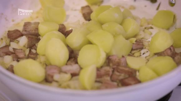 Hrdina kuchyně 3. díl Bramborový salát s fazolovými lusky