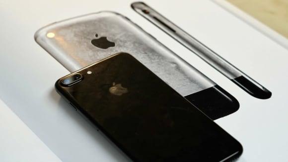 iPhone 8 bude designově vycházet z vůbec prvního telefonu od Apple.
