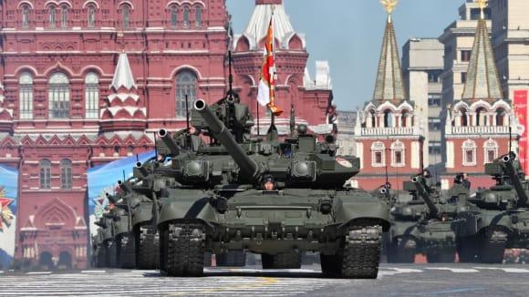 Tank T90 na vojenské přehlídce v Moskvě