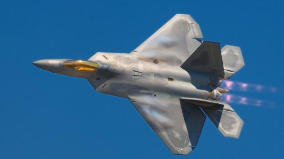 Lockheed Martin F-22A Raptor - budou tyto stroje podporovat drony