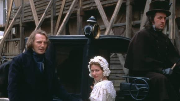 Záběry z filmu Bídnici z roku 1998