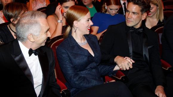 Herečka Scarlett Johansson ajejí snoubenec Romain Dauriac