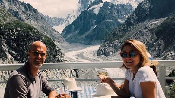 Sasha Alexander slaví desetileté výročí manželství ve Švýcarsku
