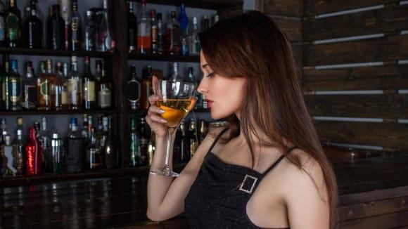 Alkohol boří zábrany