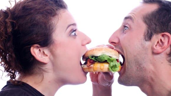 Jednou z neřestí je i jídlo z fast foodů