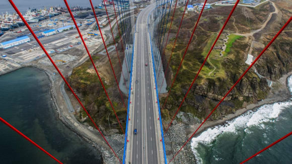 Ruský most ve Vladivostoku - pohled seshora
