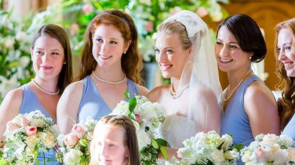 Zaprášená tajemství: Svatební šaty