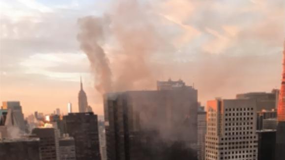 Z Trump Tower se valil dým
