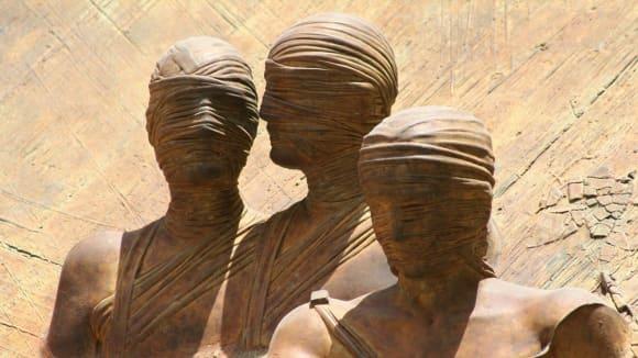 Patří mumie do hrobu?
