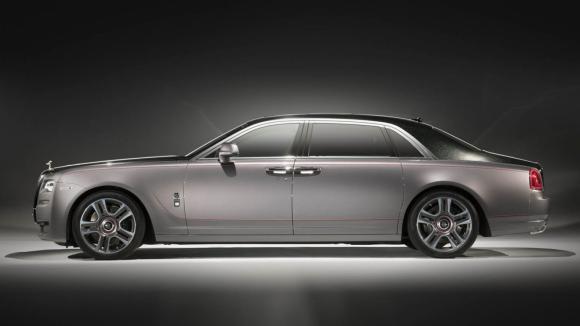 Nejdražší lak světa. Rolls-Royce nadrtil pravé diamaty