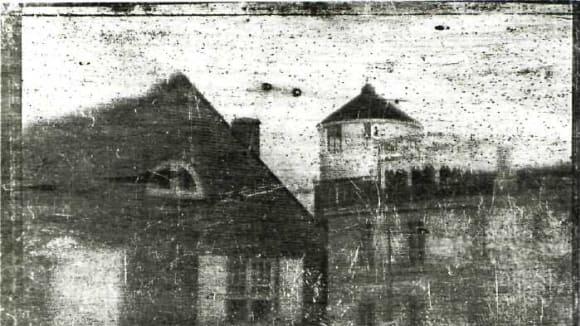 Joseph Saxton: Centrální střední škola ve Filadelfii, (anglicky: Philadelphia Central High School), 25. září 1839; první daguerrotypie pořízená v USA
