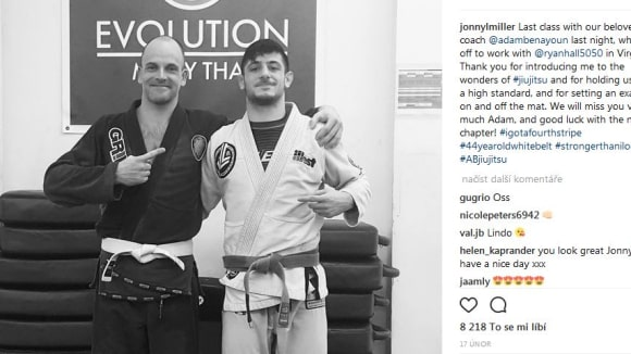 Johnny se věnuje jiu- jitsu