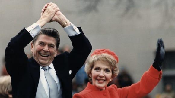 Ronald Reagan v prezidentské limuzíně v roce 1981