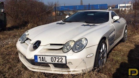 Zabavený Mercedes SLR McLaren Tomáše Řepky nechali zarůst mechem