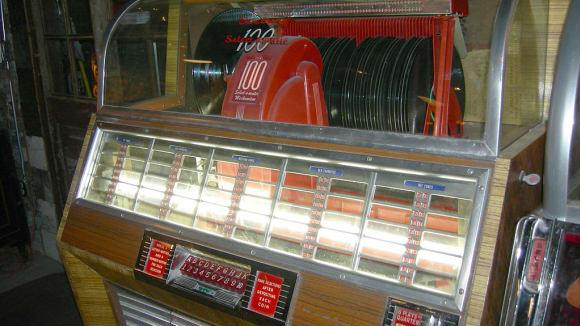 Gramofonový jukebox - pamětníci ještě žijí