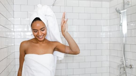 Proč byste se neměli sprchovat každý den?
