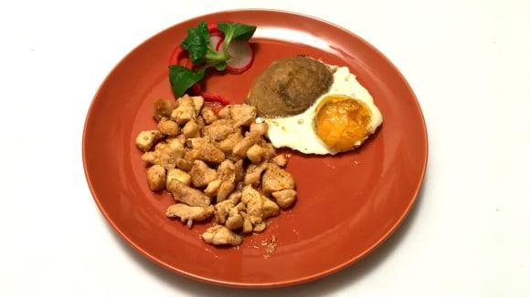 Kuřecí se sezamem a zapečené brambory svajíčkem