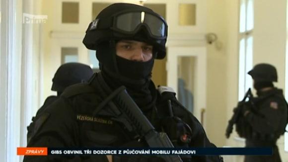 16. 4. 2018 ZPRÁVY: GIBS OBVINIL TŘI DOZORCE Z PŮJČOVÁNÍ MOBILU FAJÁDOVI