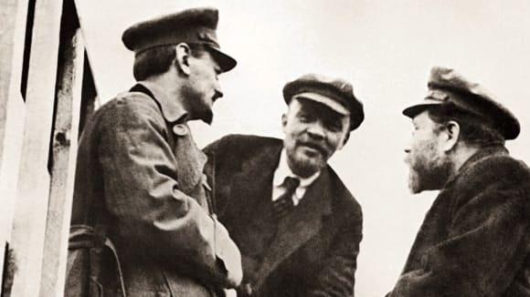 Trocký, Lenin a Kameněv. Jací jsou diktátoři?