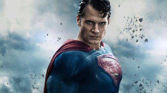 Henry Cavill potvrdil, že se Superman vrátí vikonickém černém obleku