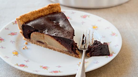 Kořeněný čokoládový koláč s hruškami