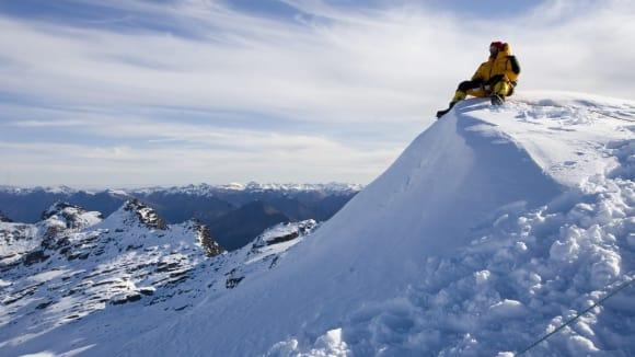 Lincoln Hall zázračně přežil noc pod vrcholem Mount Everestu