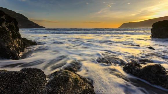 Voda z oceánů by mohla být odsolována pomocí grafenového síta.