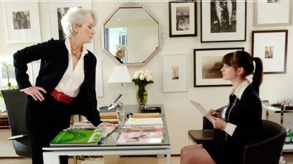 Ďábel nosí Pradu: šéfredaktorka Miranda Priestly a její asistentrka Andy