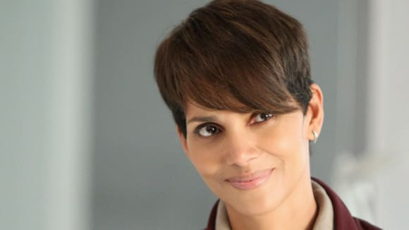 Molly Woods (Halle Berry)