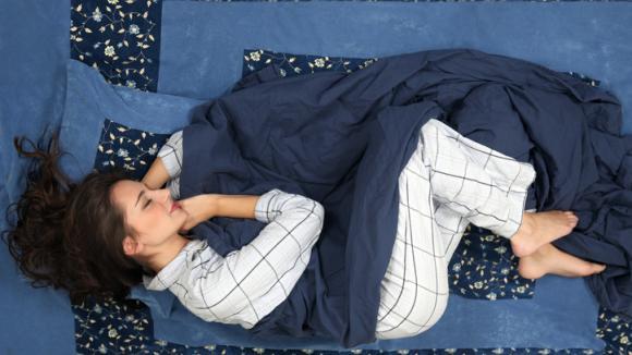 Jakou polohu máme při spánku zaujmout, abychom se co nejlépe vyspali?