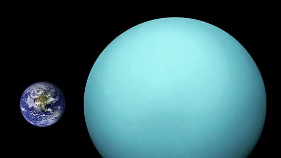 Srovnání Země a Uranu