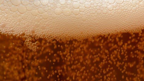 5 000 staré pivo... mělo taky takovou pěnu?