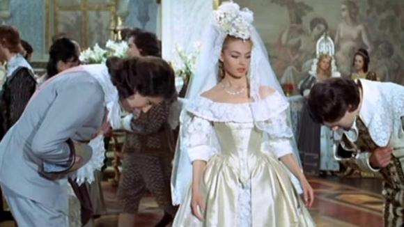 Originální svatební šaty