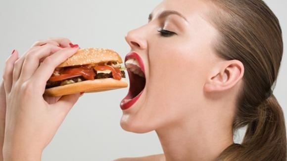 Klidně si dám hamburger aneb tasemnice to jistí...