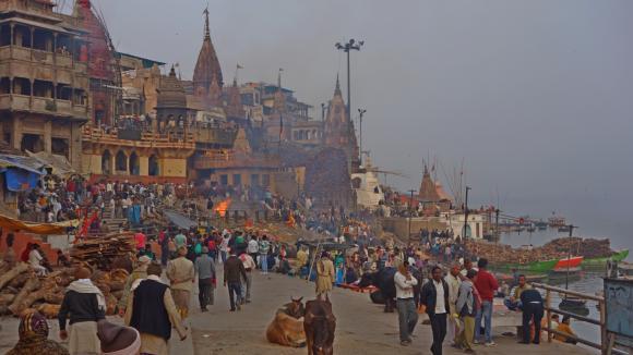 Váránasí, pohřební ghát, Indie