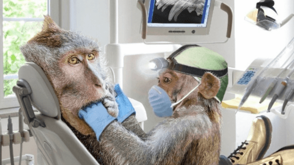 Ten zubař je ňákej divnej