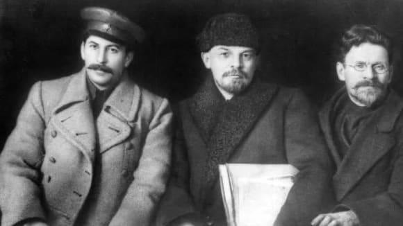 Svatá trojice roku 1919: Stalin, Lenin a Kalinin