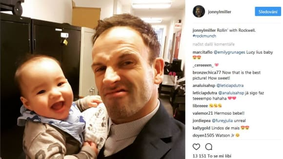 Johnny Lee Miller s Rockwellem, synme Lucy Liu