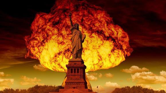 Socha Svobody v záři jaderného výbuchu